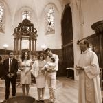 photo de baptême devant autel