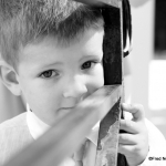 photo d\'enfant noir et blanc