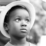 shooting photo petit garçon noir  chapeau