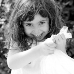 photo petite fille noir et blanc