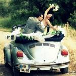 photo de voiture des mariés