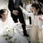 mariée avec petite fille d'honneur