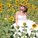 photo de mariée dans champs de tournesols en provence