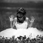 photo de mariée en noir et blanc