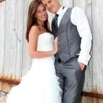 Photo de couple mariage sur porte grise