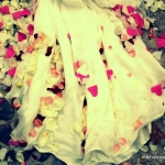 robe de mariée avec pétales roses