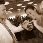 photo mariés à la mairie avec alliances