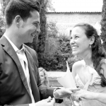 photo de mariés émus