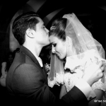 Baiser mariés noir et blanc