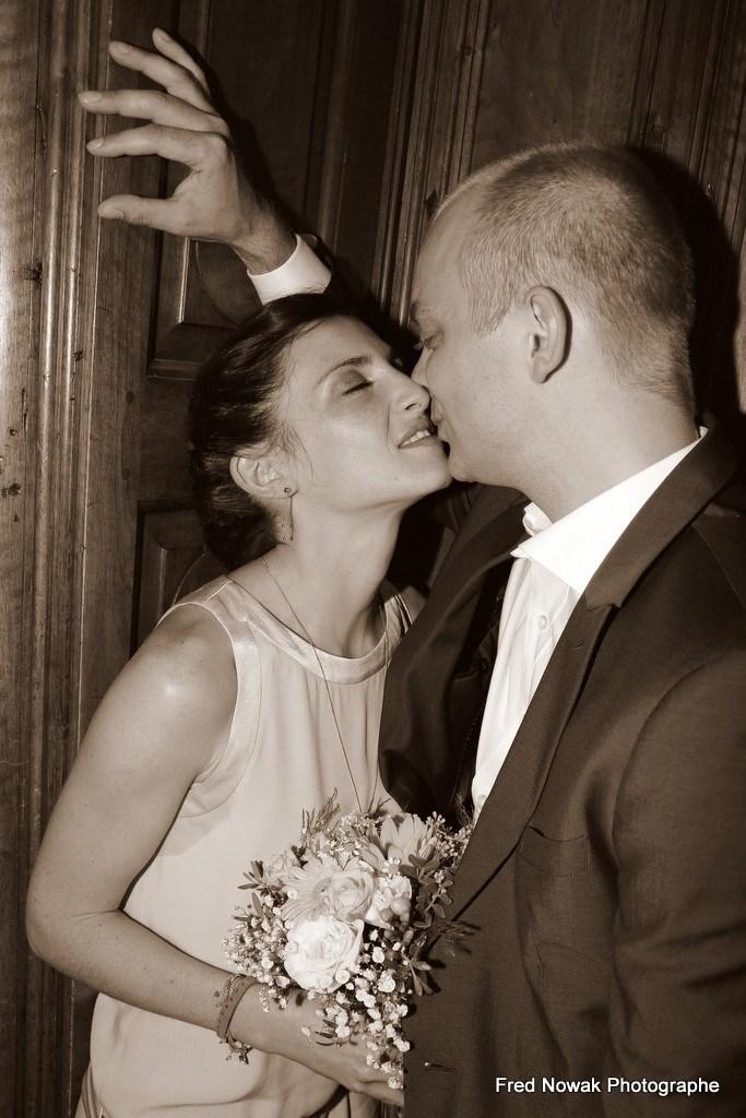 photo baiser volé mariés