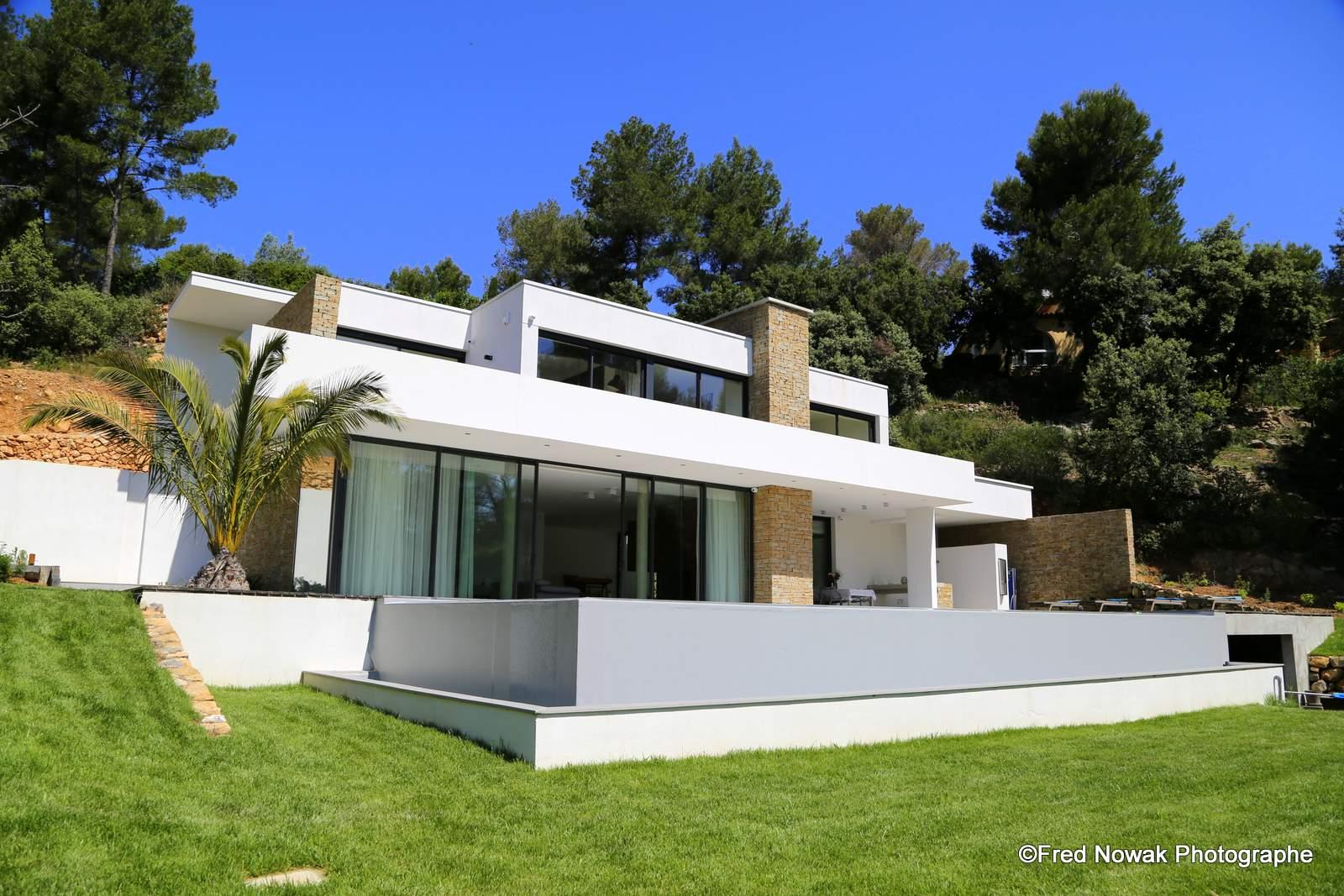 Shooting immobilier villa a louer pour tv cinema publicite for Appartement atypique aix en provence